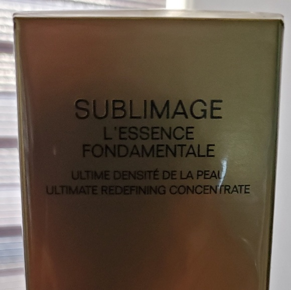 CHANEL Other - chanel sublimage l'essence fondamentale 1.35